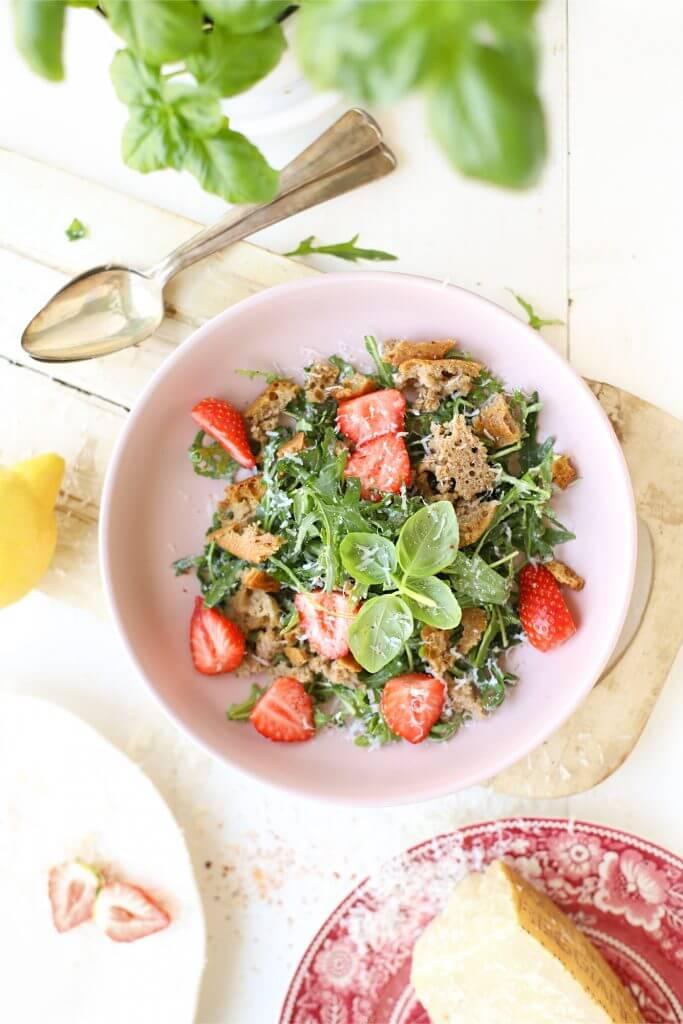 panzanella salade met aardbei citroen en parmezaan online diëtist
