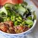 Poké bowl met gemarineerde zalm avocado en komkommer online diëtist