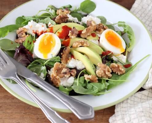 salade met avocado ei en sriracha online diëtist