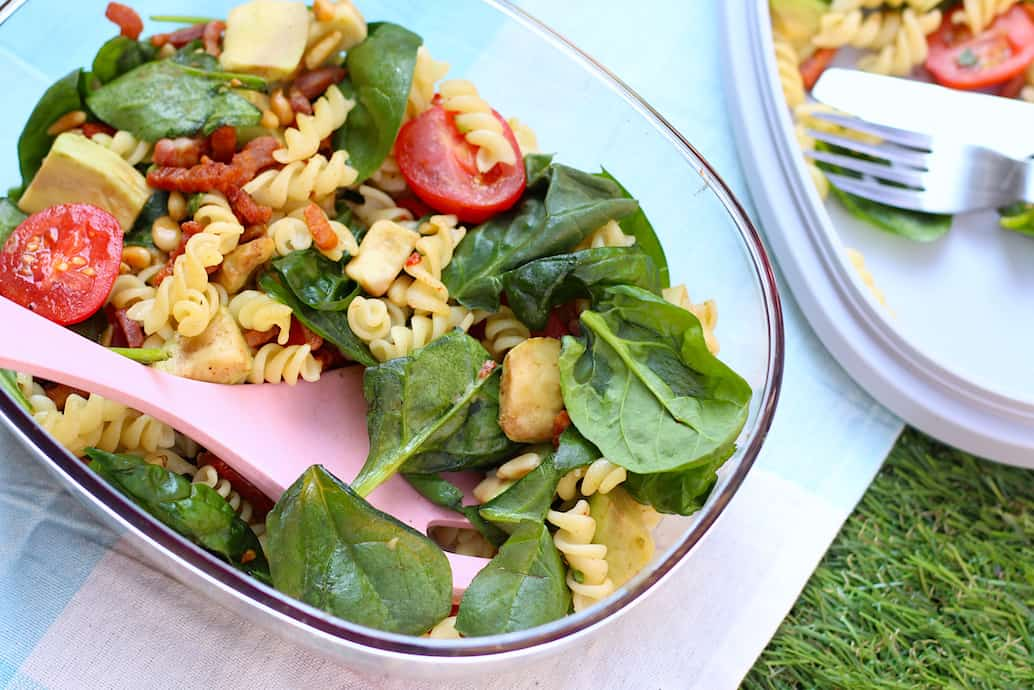 pastasalade met spinazie, avocado, tomaat & spekjes online diëtist
