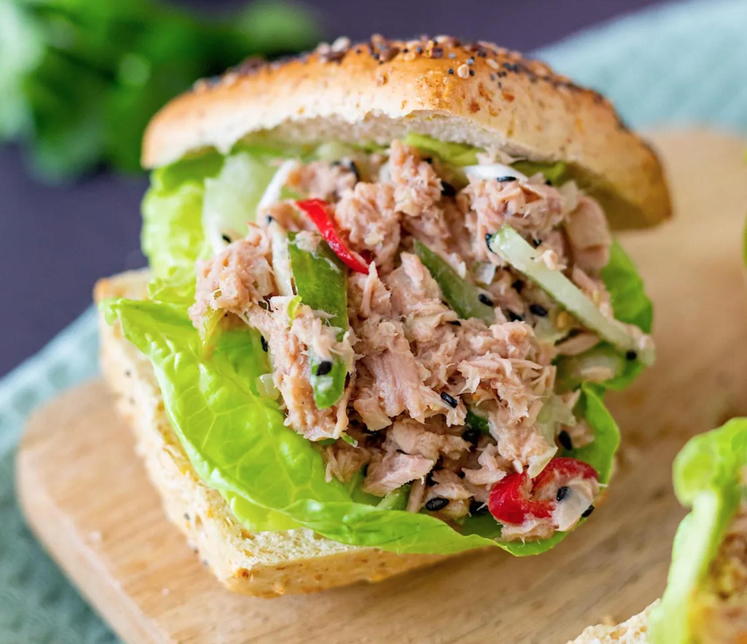 broodje met oosterse tonijnsalade online diëtist